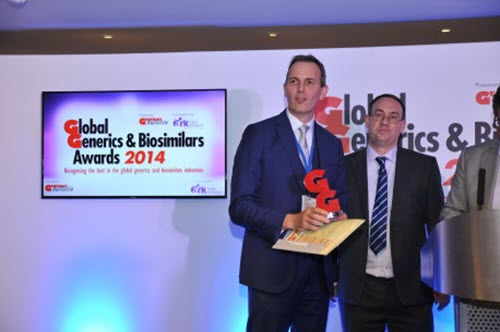 nick-haggar--head-of-commercial-operations-western-europe-middle-east-and-africa-receives-the-award-on-behalf-of-sandoz