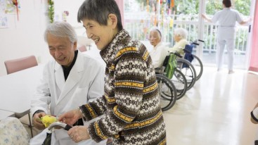 A doctor guides a dementia patient ín Fuji Sanroku Hospital near the foothills of Mount Fuji