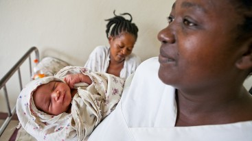 In Jinka, Ethiopia – a peaceful start: trained midwives provide mothers and infants invaluable medical support